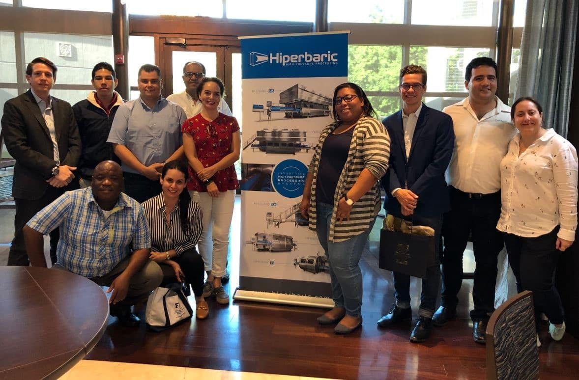 El equipo de Hiperbaric con representantes de la FIU, premiados y participantes
