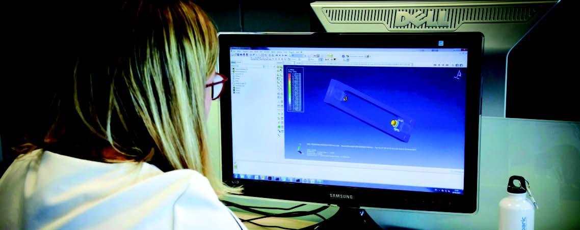 Maria José delante ordenador