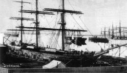 El Dunedin atracado en Port Chalmers en 1882. Wikipedia