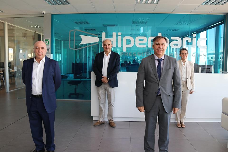 3 De Iz a Dch_Carlos de la Cruz; Andrés Hernando, CEO Hiperbaric; Javier Ponce Martínez, CDTI; y Carole Tonello, Hiperbar