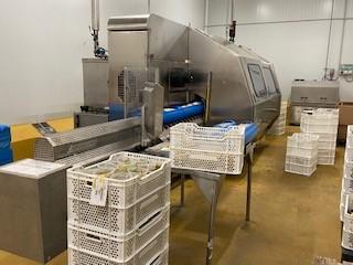 Tappers procesa sus productos en un equipo Hiperbaric 55 litros (izq.), similar al que dispone Hiperbaric en sus dependencias de Miami (dcha).